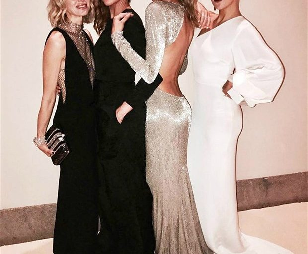 Stella McCartney compartilha imagem com Gisele, Kate Hudson e Naomi Watts
