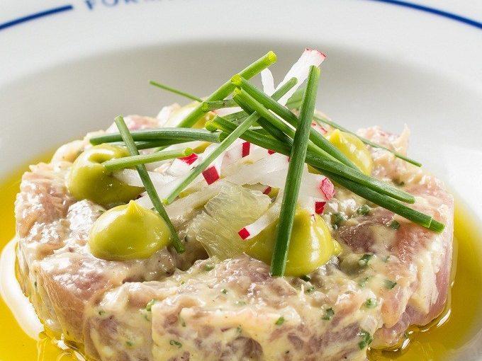 Pronta em 5 minutos, tartare de atum com abacate é receita fácil, leve e chique