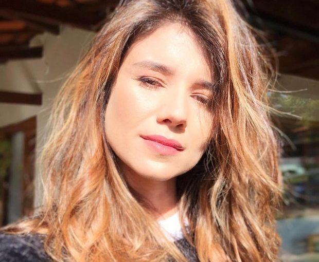 Paula Fernandes exibe novo visual, com cabelos mais iluminados